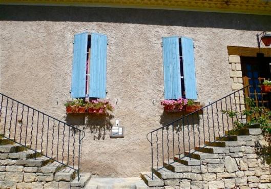 2 blue windows