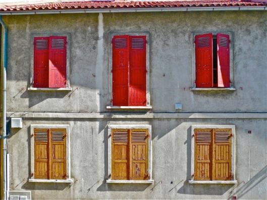 Six windows in Arles