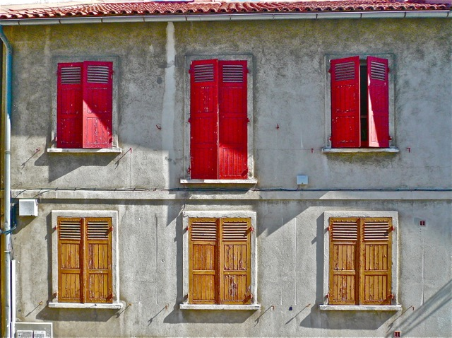 Six windows in Arles